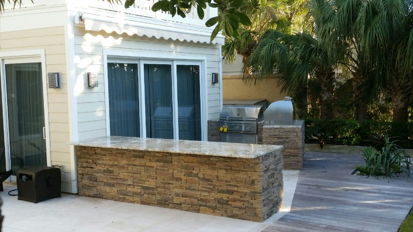 Outdoor Kitchen in Casey Key with Retractable Awning