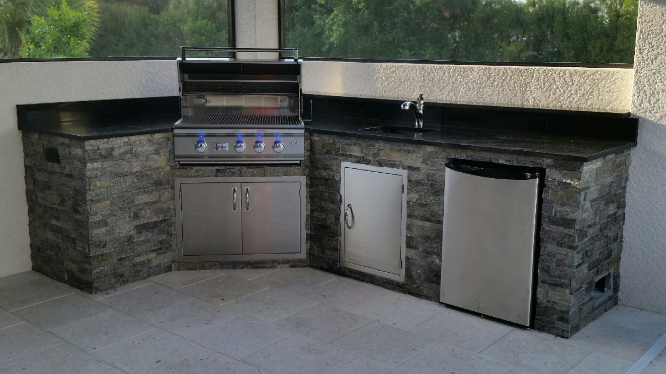 Outdoor kitchens in venice past projects radil for Kitchen cabinets venice fl