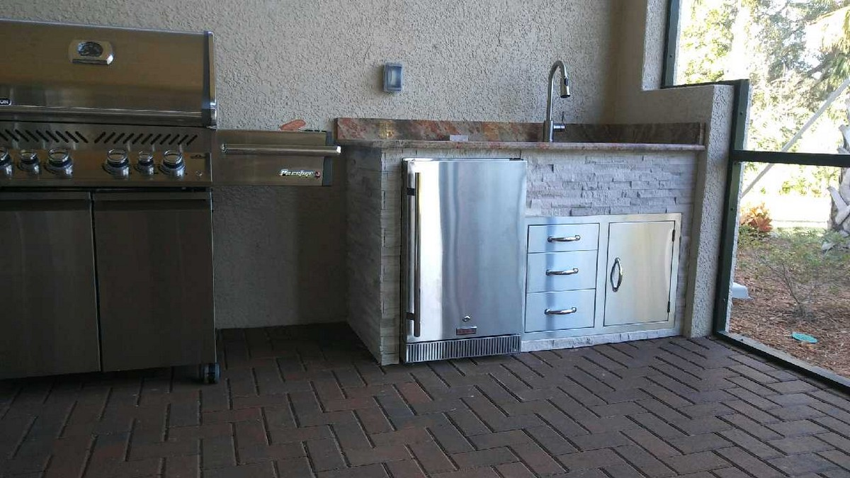 Outdoor kitchens in venice past projects radil for Outdoor kitchen with sink and fridge