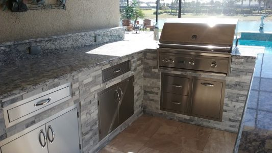 Fort Myers Outdoor Kitchen - Lynx Grill