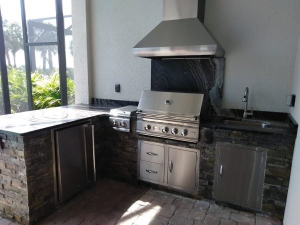 Outdoor Kitchen in Lakewood Ranch with a Summerset Grill