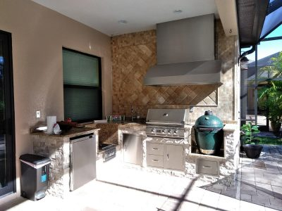 Bradenton outdoor kitchen with a grill, power burner, fridge and a Big Green Egg