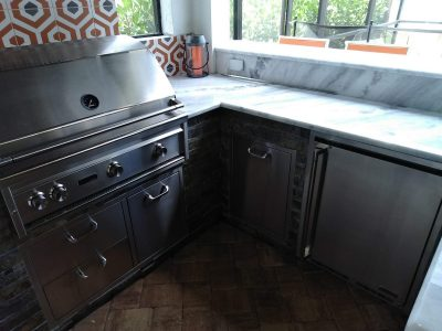 Deluxe appliances and custom Quartzite countertops.