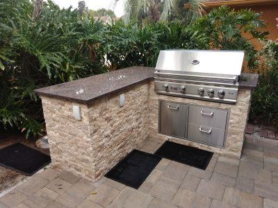 Sarasota Outdoor kitchen freestanding corner design
