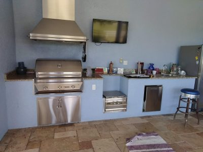 outdoot kitchen before remodel
